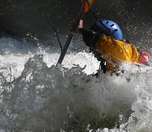 Kayak en grado III